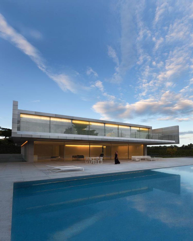 Casa de aluminio de fran silvestre en madrid estudio arinni for La casa de las escaleras de aluminio