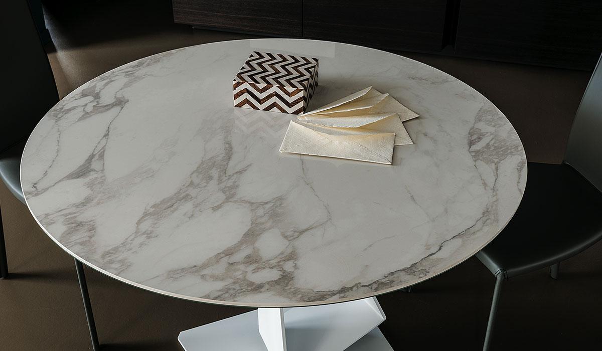 diseño de mesa Roger