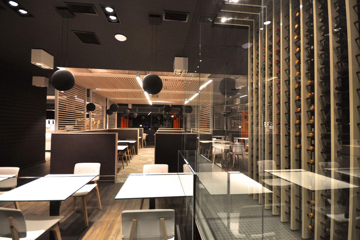 Vinoteca de diseño para un restaurante en Madrid/Proyectos Arinni